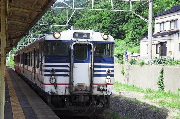 Photos: あつみ温泉駅 電化なのにディーゼル