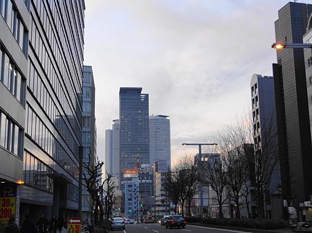 錦通りからの名古屋駅高層ビル群