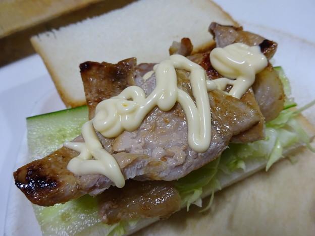 豚ロース塩麹づけのサンドイッチ