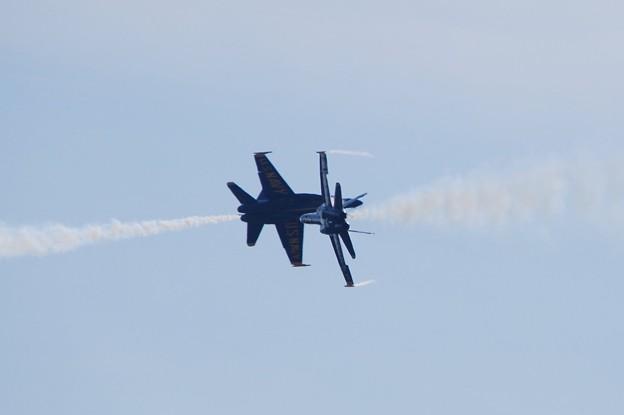 写真: Blue Angels Opposing Minimum Radius Turn 9-5-15