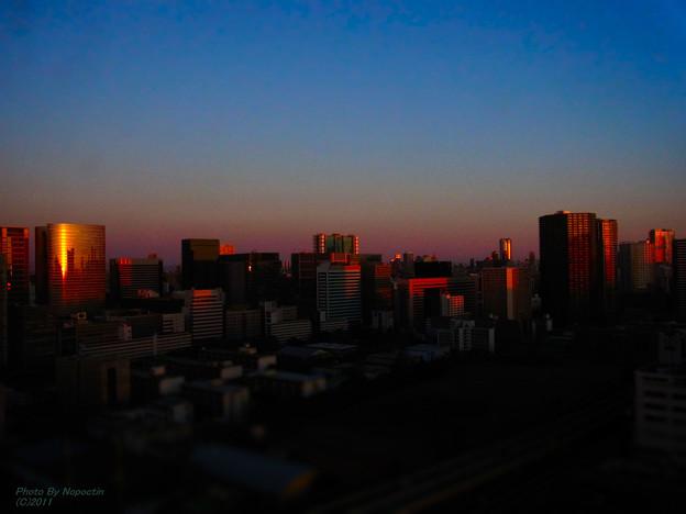 大都会の夜明け