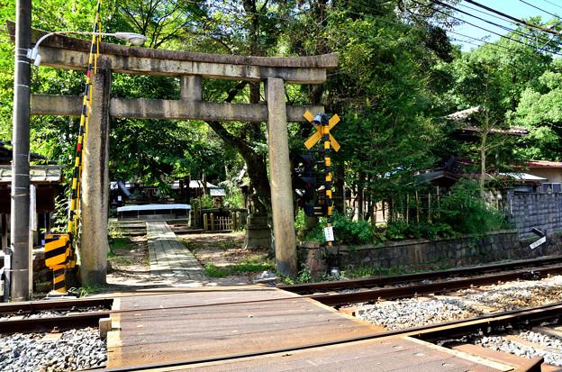 2015_0911_142110_蝉丸神社踏切