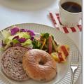 黒米べーグルで朝食