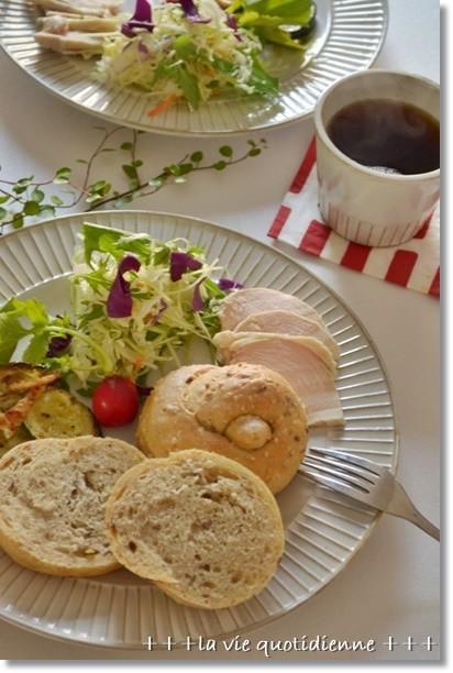 ワンノット成形のパンで朝食♪