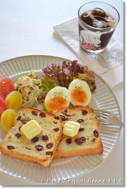 レーズンプルマンでバター乗っけna朝食