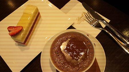 ホットチョコとケーキセット