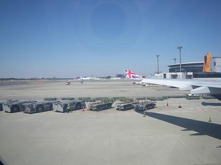 成田空港で待つ