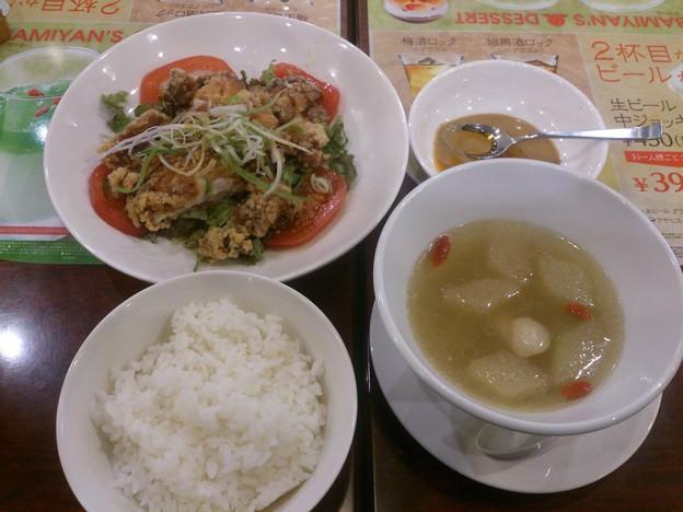 九州産若鶏の油淋鶏~花椒辣油X金胡麻ソース~と九州産若鶏と冬瓜のスープ(小)・ごはんのセット