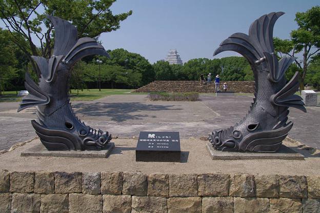 Photos: s0428_姫路の城見台公園_大天守の鯱瓦復元