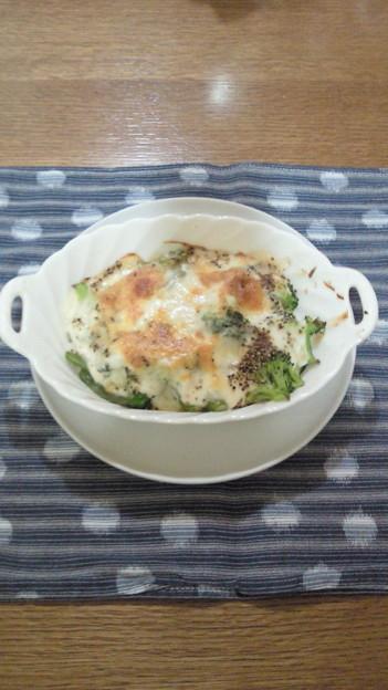 お昼はブロッコリーのグラタン。美味しかったけど暑かった!