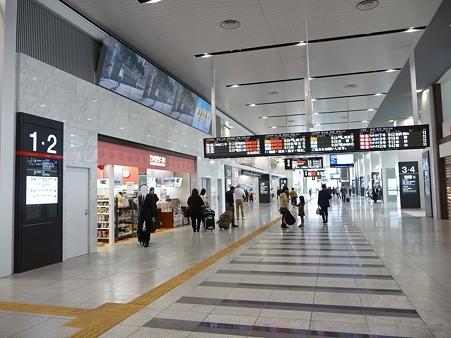 110416-17 大阪駅 (3)