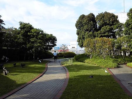 110525-横浜駅西口屋上 (4)