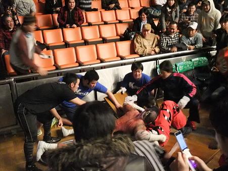 スペシャルガラスデスマッチ 葛西純vs石川修司 FREEDOMS 葛西純プロデュース興行 Blood X'mas 2011 後楽園ホール (8)