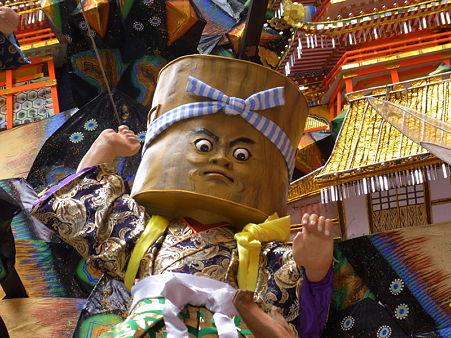博多祇園山笠 2010 飾り山 キャナルシティ博多 猿かに合戦(さるかにがっせん)の臼