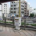 高松琴平電鉄瓦町駅前の白ポストと周囲。駅表の改札階から続く歩道橋上、駅から見て右側に。(2015年)