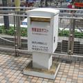 高松琴平電鉄瓦町駅前の白ポスト、向かって右。(2015年)