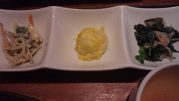 写真: 一汁六菜リゾートランチ 贅沢牛ロースステーキランチ 副菜3種