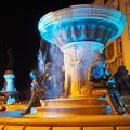 写真: 「広場の孤独」 Fountain Square in Skopje
