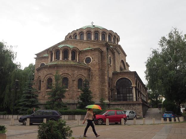 ソフィア 雨に咲く傘の花 Parapluie et Eglise à Sophia