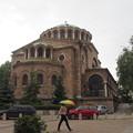写真: ソフィア 雨に咲く傘の花 Parapluie et Eglise à Sophia