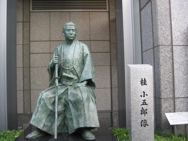 ホテルオークラに、桂小五郎像はあります。
