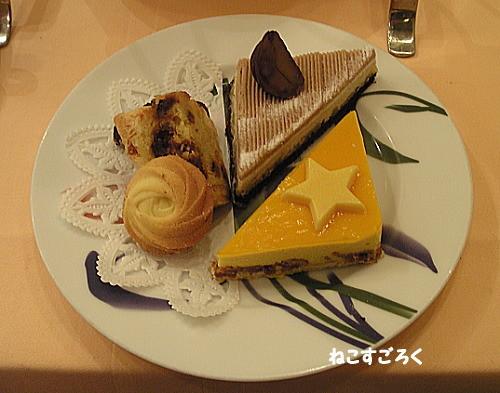 サロン・ド・テ シェ松尾 伊勢丹浦和店  アフタヌーンティーセット 2段目 生菓子と焼菓子