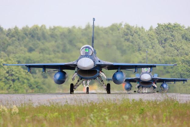 F-2 taxiing