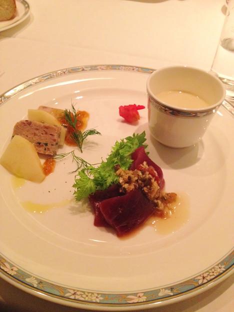 東銀座/地中海料理 銀座ARCO・IRIS/前菜三種(鶏のテリーヌ、マグロ、里芋のスープ)