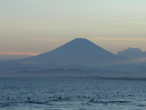 富士山のシルエットと鵠沼