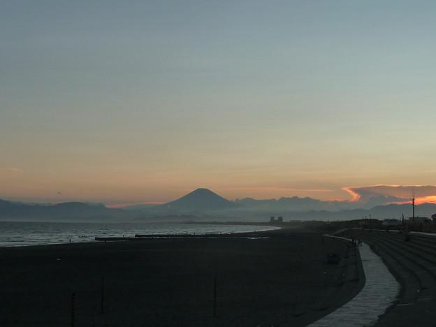 鵠沼海岸と富士山(夕焼け)