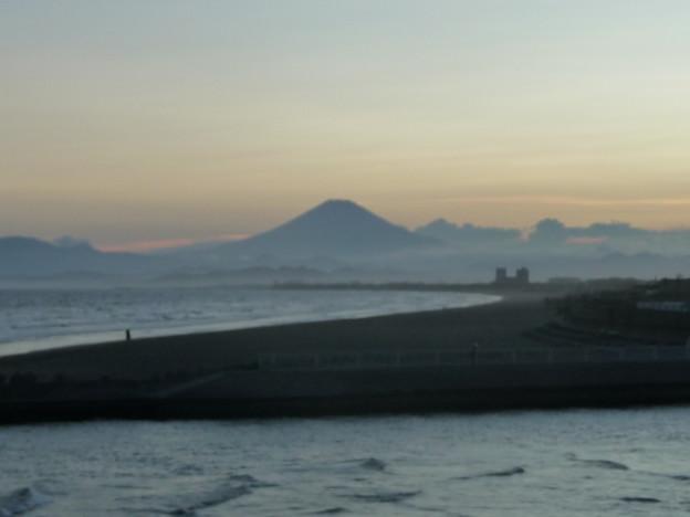 引地川と夕焼け富士山2