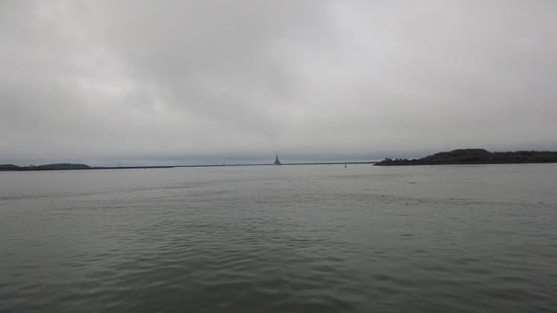 護衛艦「しまかぜ」の出港