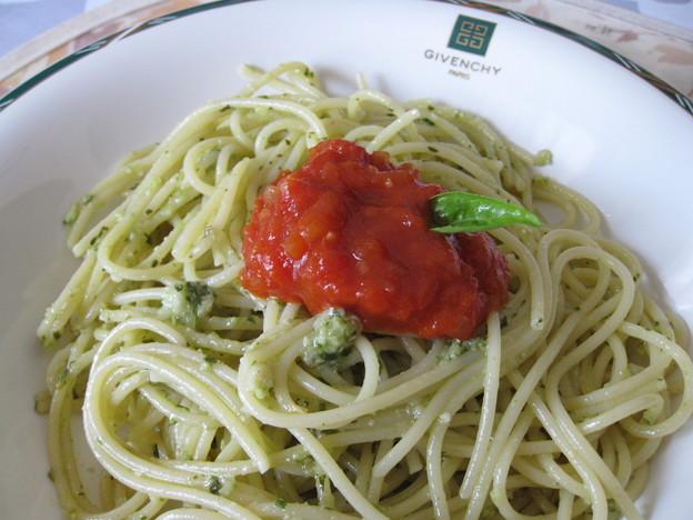 Photos: ジェノベーゼ、トマトソース添え
