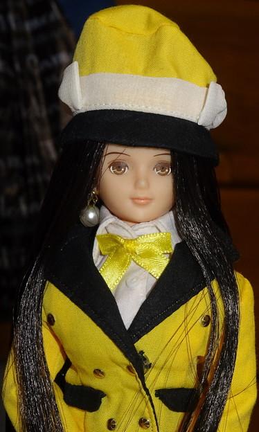 バスガイド衣装姿のREINA(アップ)
