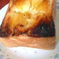 写真: 今日のお昼は厚焼きハニートースト…ちょっと焼きすぎたか…