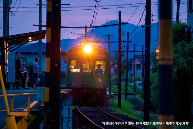 宵闇迫る坪井川公園駅。