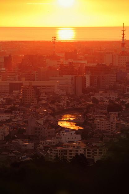 夕陽と街並み 縦バージョン