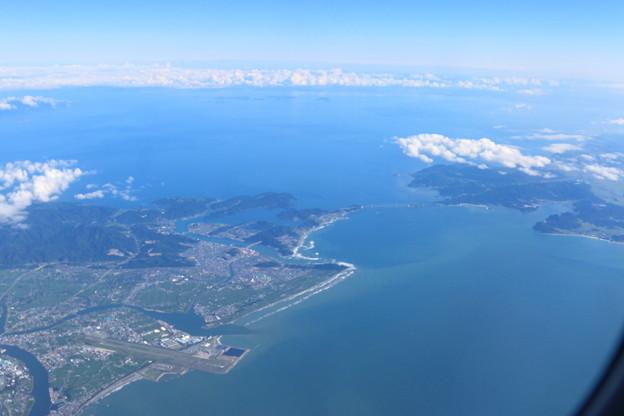 徳島空港と瀬戸大橋