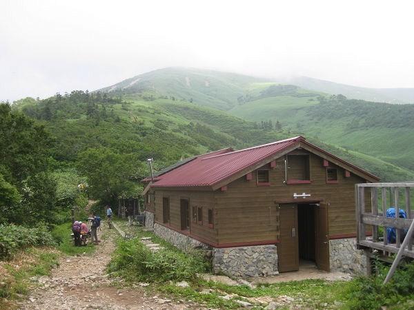 12.40 山小屋と平標山s