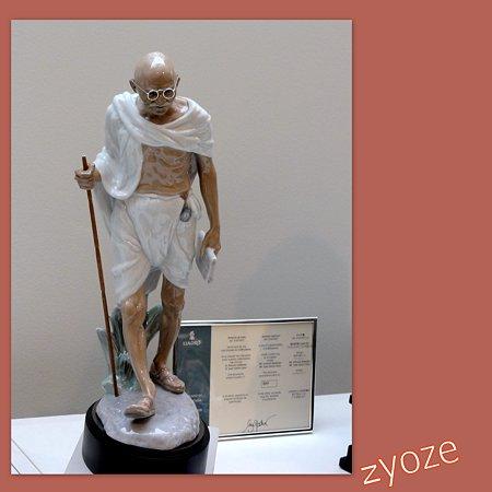リヤドロプレミアム展・スペイン大使館・ガンジー