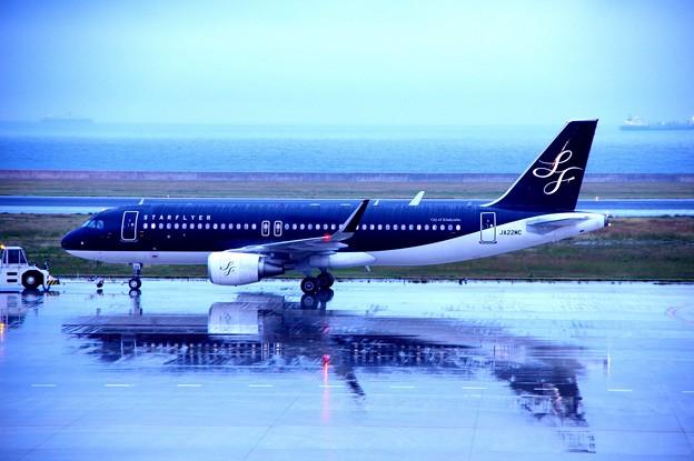 雨降る北九州空港・・スターフライヤーA320出発・・20141130