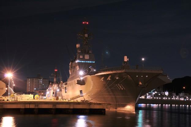 夜はまた大きさをさらに感じる護衛艦ひゅうが・・20141223