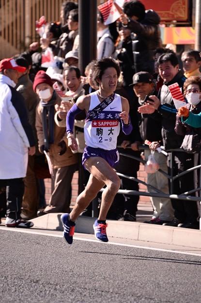 復路9区 鶴見中継所手前のランナー:駒大・・20150103