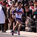 Photos: 復路9区 鶴見中継所手前のランナー:駒大・・20150103