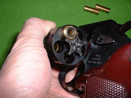 マルシン 8mm Xカート仕様 ポリスリボルバー 2in (旧カート仕様版) シリンダーを後ろから覗く Doburoku-TAO