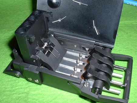 ベルト・バックル・ピストル レジン製モデルガン バレル展開状態(バネでバレルはふたを押し上げ展開する Doburoku-