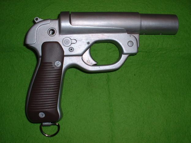 画像…手持ち 癌 住吉(頑 住吉)氏 原型製作 レジンキット「ドイツ軍正式信号拳銃 LP-42」 キット(組立済) 右側
