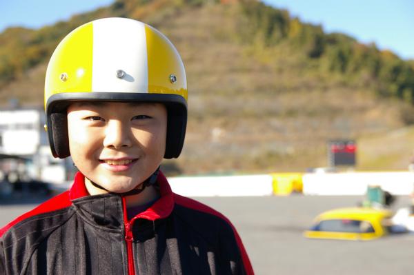 次男もヘルメットを装着して出番を待つ