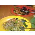 写真: 武田さんとシンガポール料理...
