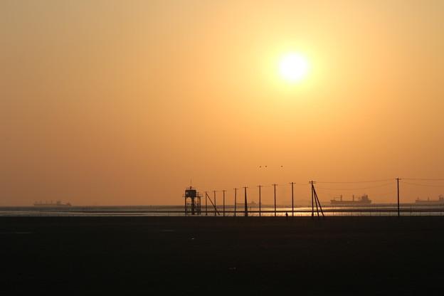 Photos: 海と夕日と電柱と